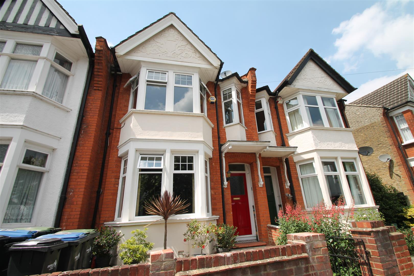 4 Bedrooms House for sale in Lightcliffe Road, Palmers Green, London N13